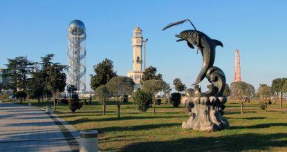 Парк Чудес в Батуми: Башня Алфавит, колесо обозрения и маяк