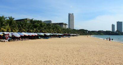 Паттайя, пляж Баан Ампур — отзыв, фото, отели рядом